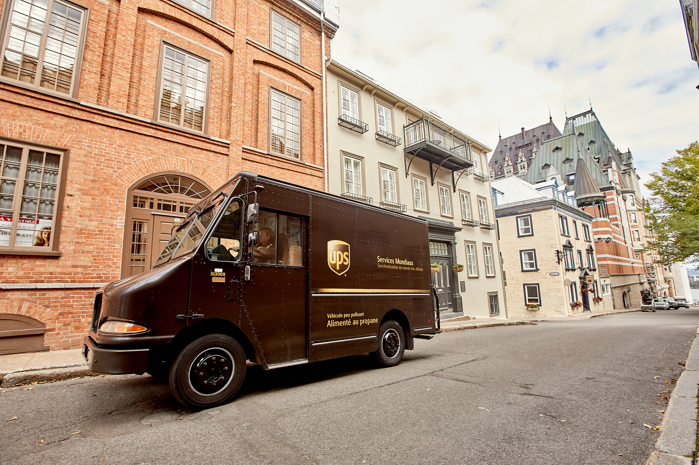 08_Working_UPS_QUEBEC_D_04_Q8A9699